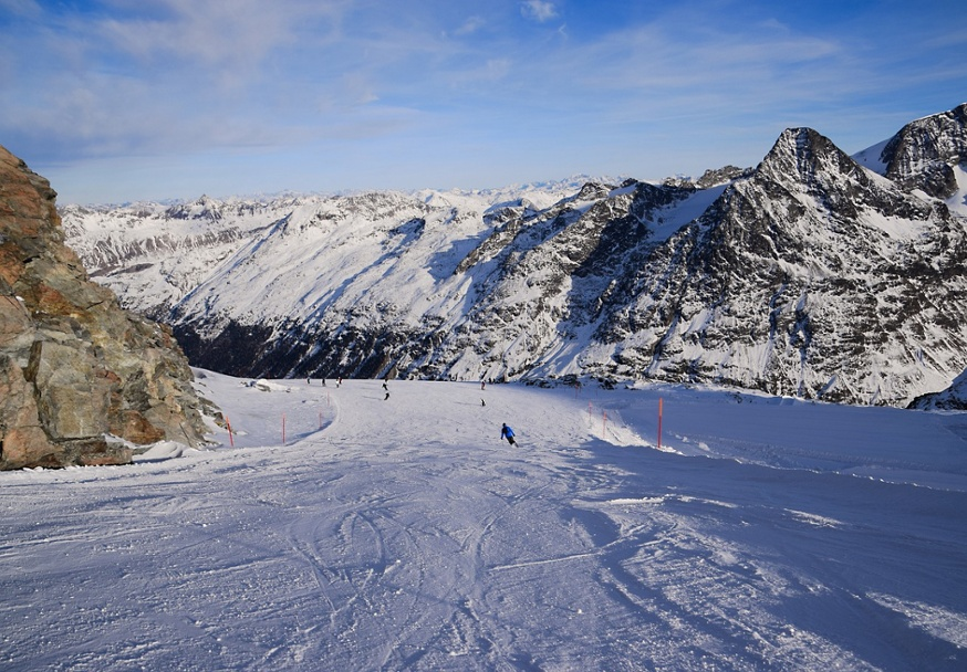 A Beginner's Guide to Downhill Skiing